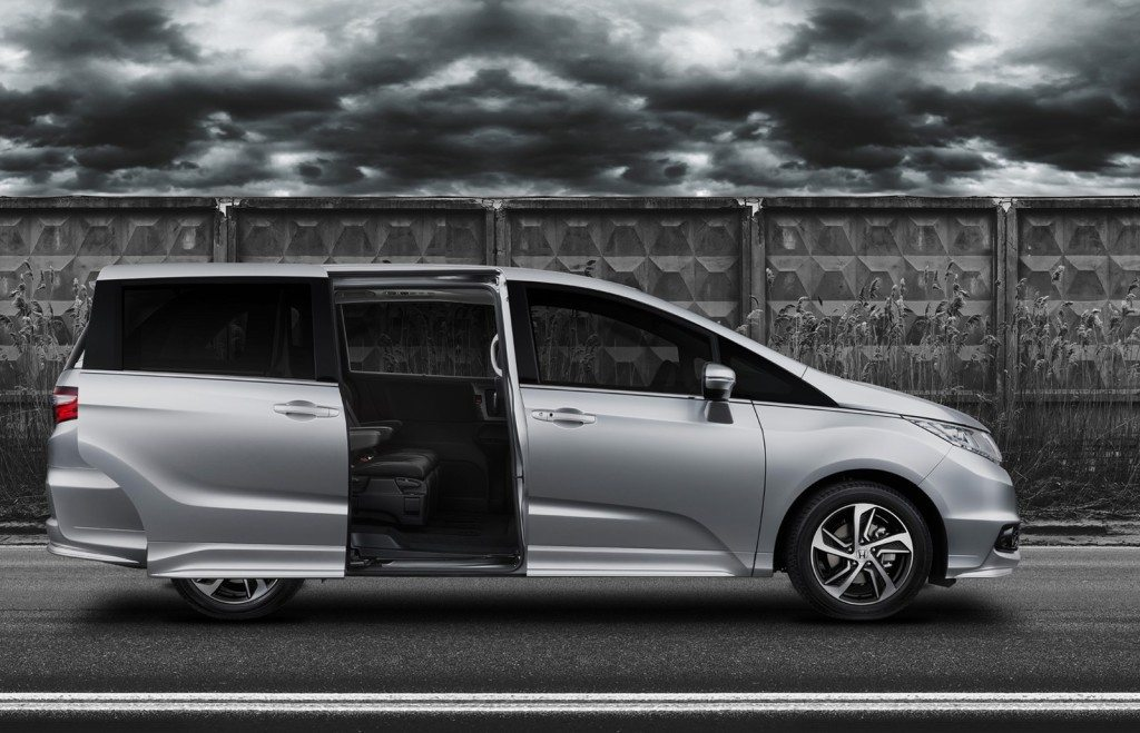 2015-Honda-Odyssey-right-side