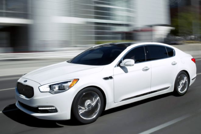 2015-kia-k900-front-view-in-motion
