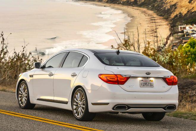 2015-kia-k900-rear-three-quarters-view