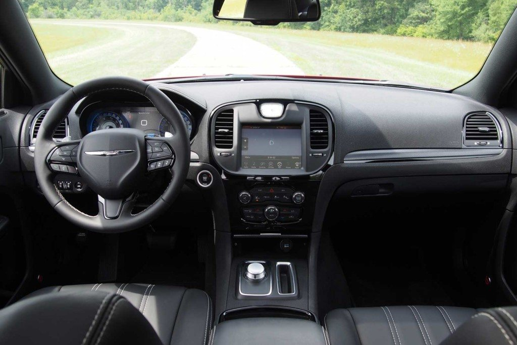 2016-Chrysler-300S-Dashboard-01